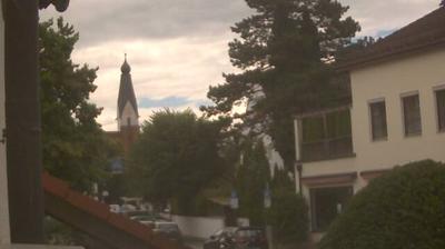 Daylight webcam view from Pullach im Isartal › South: Blick auf den Kirchplatz von der Münchner Straße in