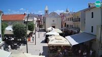 Stara Novalja: Novalja - Trg Loza - El día