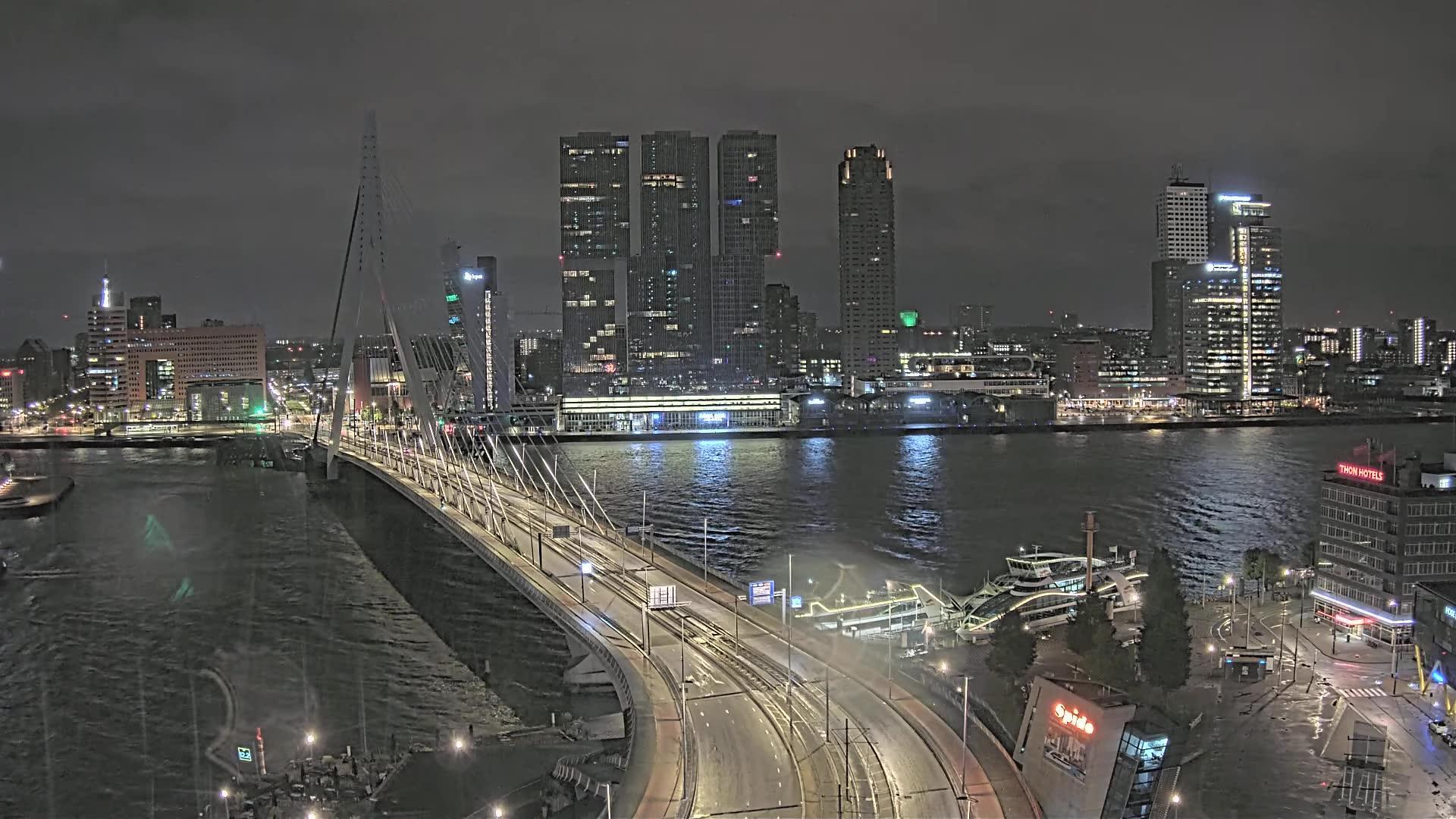 Webkamera Rotterdam: Erasmusbrug − Cruise Terminal Rotterdam