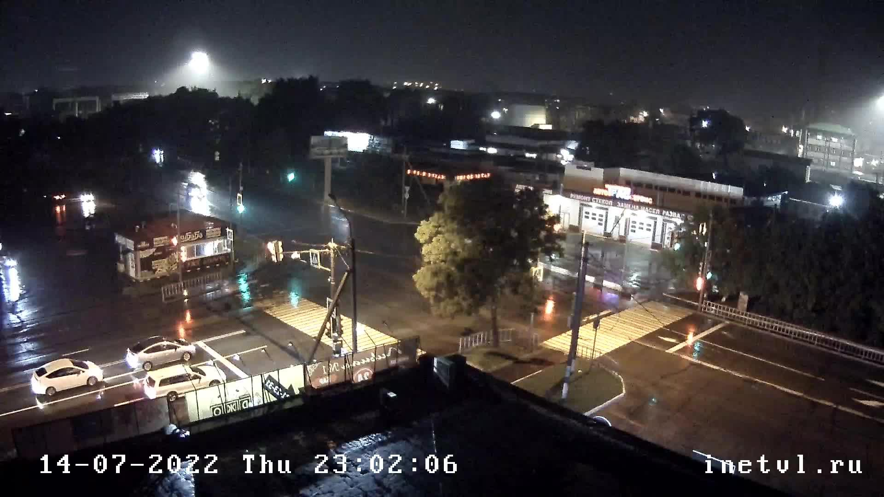 Webkamera Ussuriysk: Тургенева 35 Вид на перекресток улиц Ту