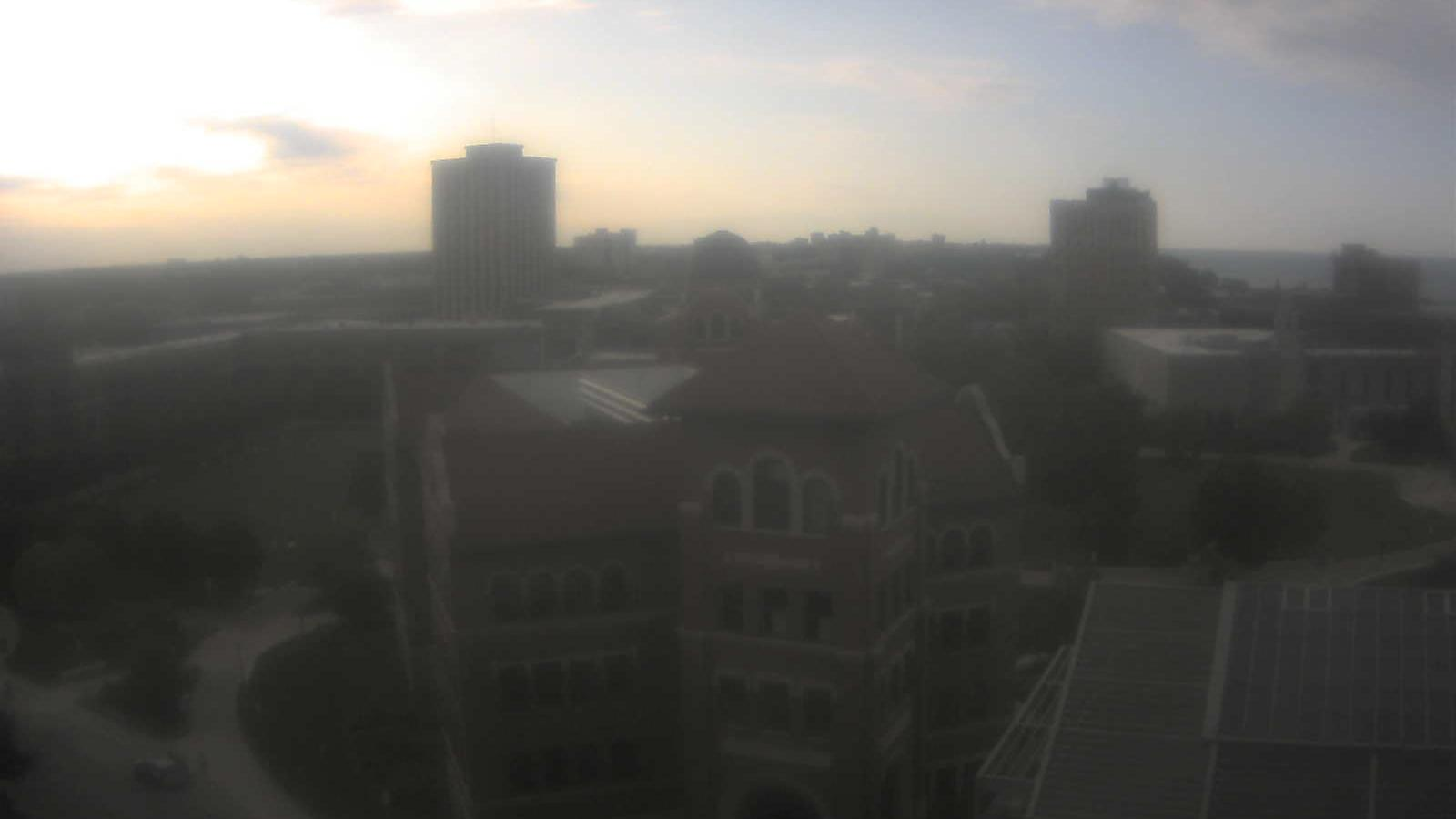 Webcam Howard District: Chicago, Cuneo Hall