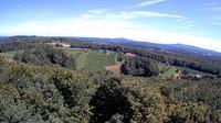 Ultima vista de la luz del día desde Gleichenberg Dorf: Aussichtsturm, Weinwarte St. Peter mit Blickrichtung NO