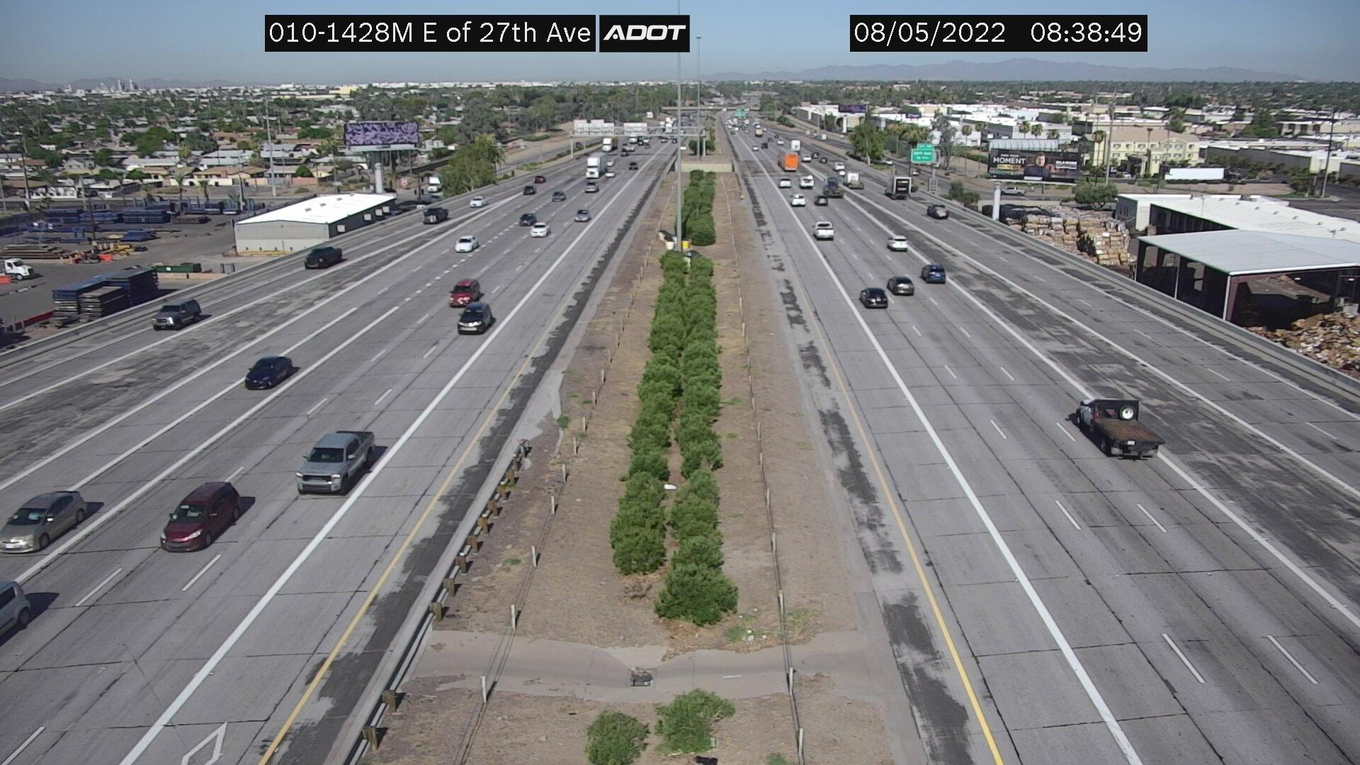 Webcam Cactus Cove Trailer Park: I-10W and 27th Ave