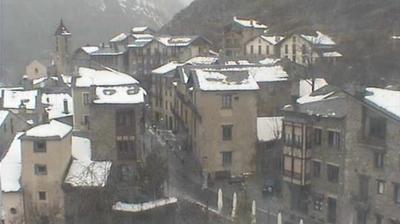 Vue actuelle ou dernière à partir de Ordino: View of the mountains