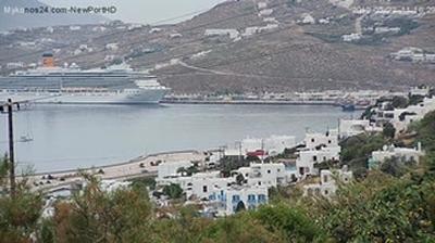Webcam Tangou: Mykonos New port-West Town-Windmills