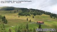 Ultima vista de la luz del día desde Nussdorfer Berg: Lienz Zettersfeld Blick ins Skigebiet Faschingalm