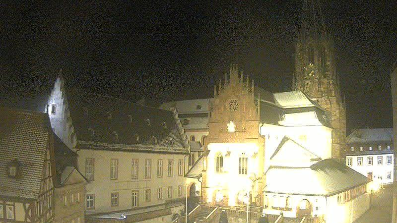 Веб-камера Aschaffenburg: Stiftsmuseum − Stiftsbasilika St. P