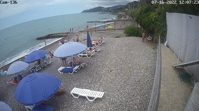 Vista de cámara web de luz diurna desde Kudepsta: Веб камера на пляже в Кудепсте