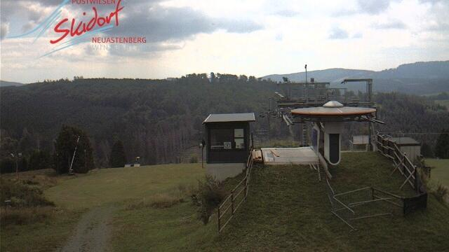 Webkamera Neuastenberg: Osthang − Postwiesen-Skigebiet