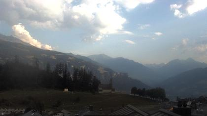 Falera › Süd: Fellers - Valsertal und Kirche St. Remigius im Vordergrund