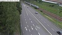 Tullinge: Flaggplan (Kameran är placerad på väg  Huddingevägen i höjd med Pålamalmsvägen (Flaggplan) och är riktad mot Stockholm - Dagtid