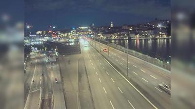 Stockholm: Centralbron N (Kameran är placerad på Centralbron i höjd med Gamla stans tunnelbanestation och är riktad mot Nynäshamn)
