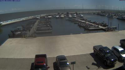 Daylight webcam view from Gimli: Harbour − Lake Winnipeg