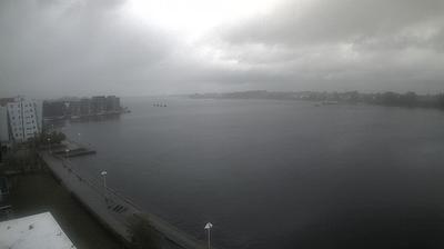 Daylight webcam view from Rostock: Warnow und Stadthafen