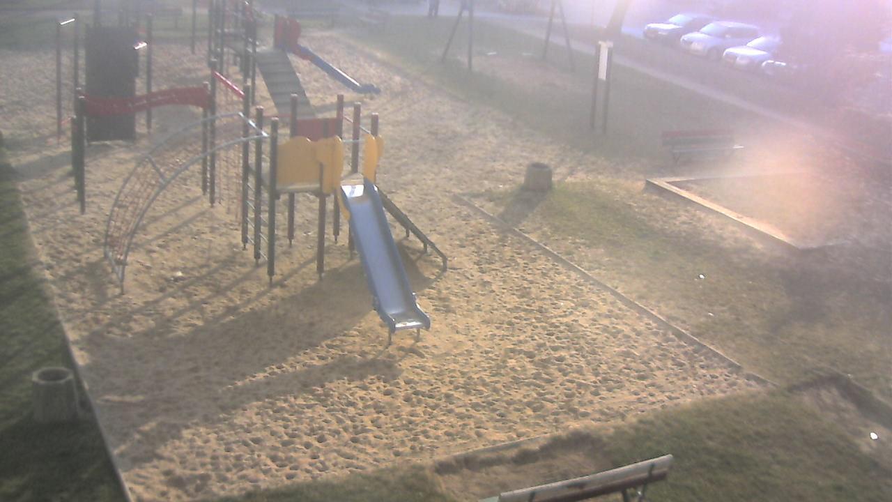 Webcam Dzierżoniów: Osiedle Jasne 16, plac zabaw