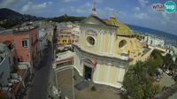 Ischia: Roma street and Santa Maria delle Grazie in San Pietro chearch - Overdag