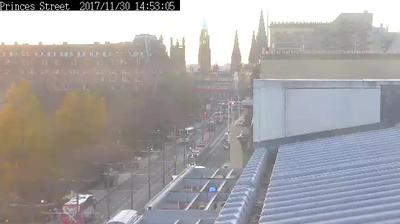 Webcam Edinburgh: Mound Precinct − Princes Street Gardens