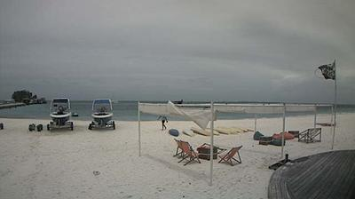 Daylight webcam view from Naifaru: Oceanwatersport, Kuredu Island