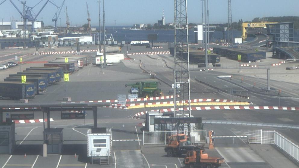 Webcam Warnemünde: Hafeneinfahrt und Fähranleger Hohe Dün