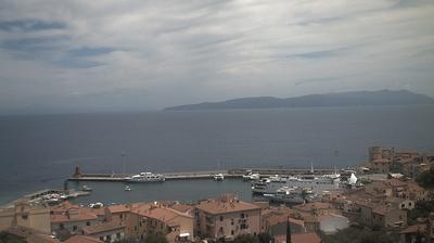 Daylight webcam view from Giglio Porto: Isola del Giglio − Panoramica Porto