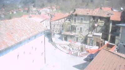 Webcam Spelonga: vista sulla piazza di − vista sul monte