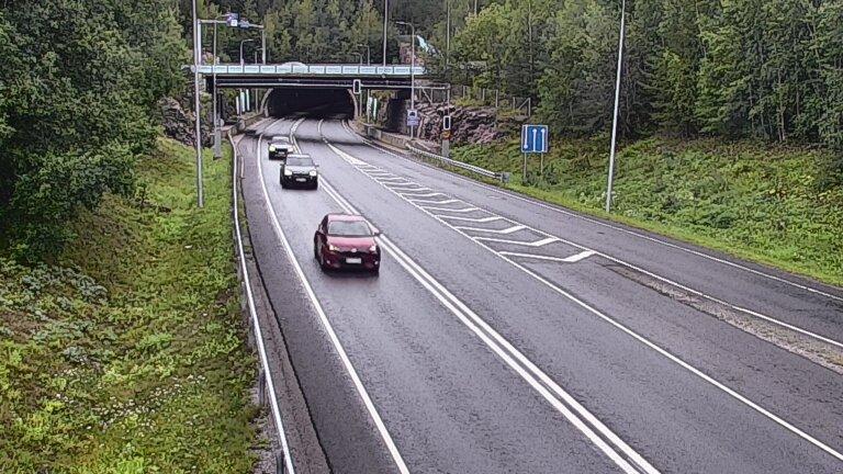 Webkamera Espoo: Tie 102 Hiidenkallion tunneli, suuaukko ete