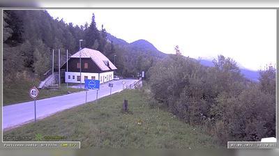 Vista actual o última desde Eisenkappel Vellach: R , Pavličevo sedlo Sestre Logar, Pavličevo sedlo