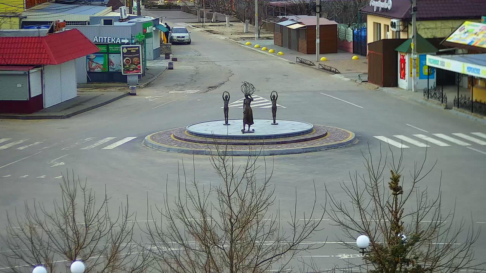 Webcam Кирилівка: Кирилловка, центр, площадь возле поселк