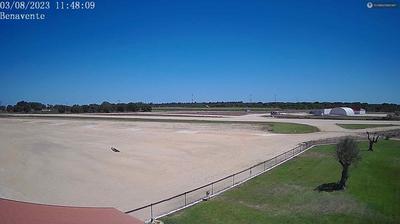Vista de cámara web de luz diurna desde Benavente › North East: AIrport, METAR: BENAV 180005Z 36004KT 17/14 Q1015