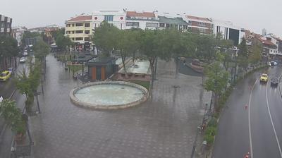 Vista de cámara web de luz diurna desde Konya: Zafer Meydanı Yer Saati − Zafer Square