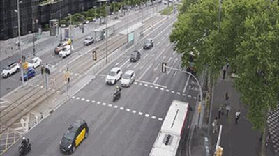 Barcelone: Diagonal at Francesc Macià (looking to outbound West - cars entering into BCN)