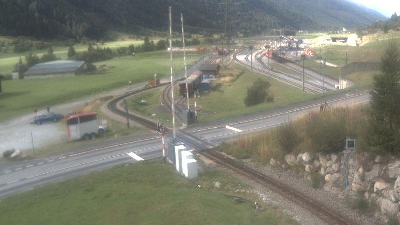 Webcam Oberwald: Blick zu den Bahnhöfen der Dampfbahn Fur