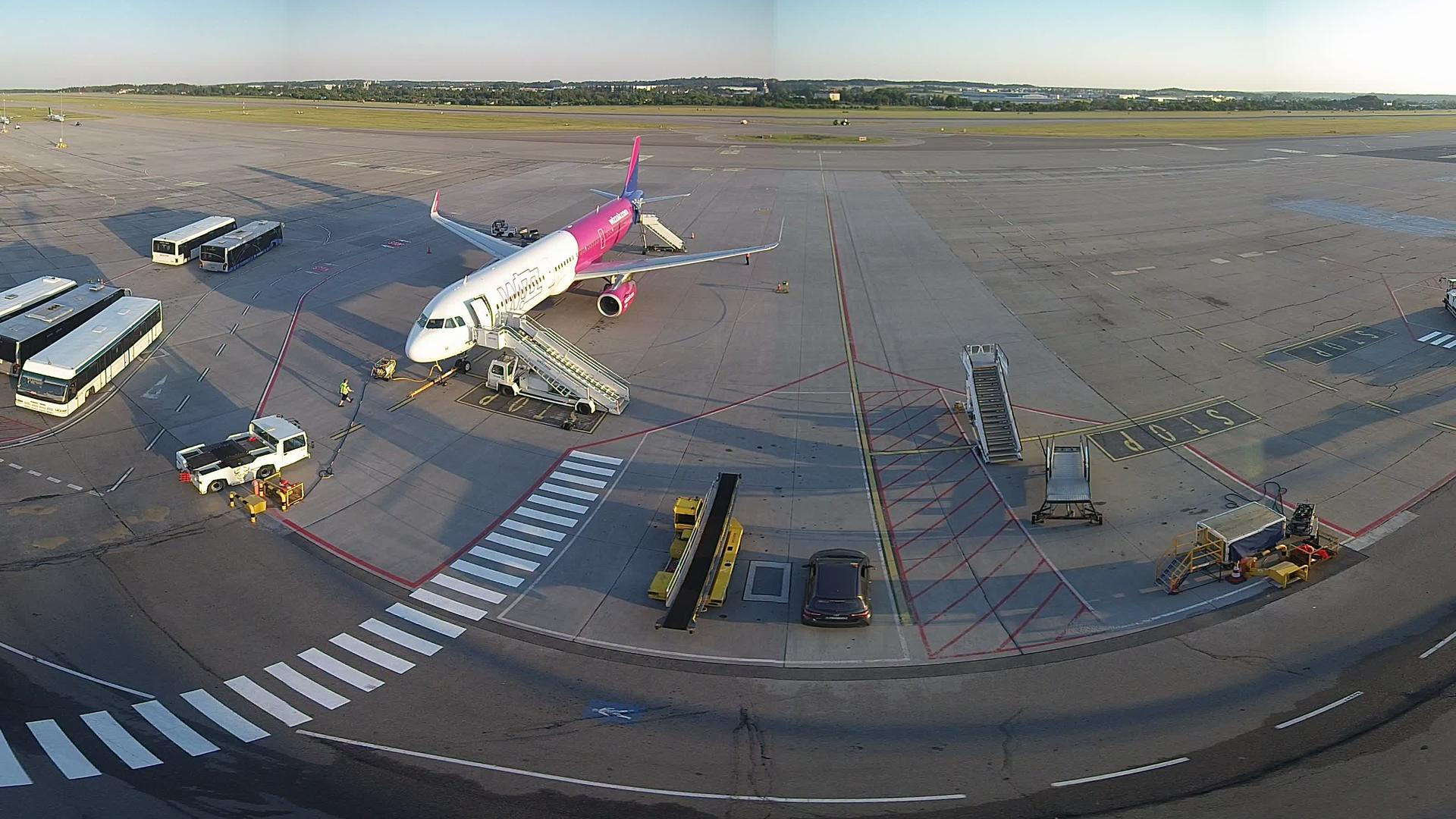 Webcam Gdańsk: Lech Walesa Airport HD webcam with sound