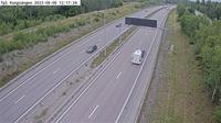 Bro: Tpl Kungs�ngen (Kameran �r placerad p� E Enk�pingsv�gen mellan trafikplats Kungs�ngen och trafikplats St�ket och �r riktad mot Stockholm. I bilden syns Trafikverkets trafikinformationsskylt) - Overdag