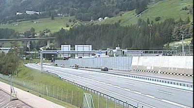 Vista de cámara web de luz diurna desde Airolo: A2 − Nord