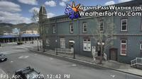 Grants Pass: Holiday Plaza - Day time