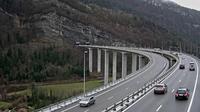 Nantua: A pr�s de - Tunnel de Chamoise � proximit� de - vue orient�e vers M�con - Recent
