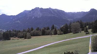 Daylight webcam view from Oberstdorf: Nebelhornblick − Blick vom Ringhotel Nebelhornblick in Richtung Nebelhorn und