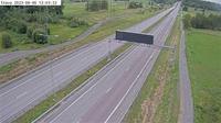 Hagbyhojden: Stava (Kameran är placerad på väg  Roslagsvägen mellan Åkersberga och trafikplats Rosenkälla, i höjd med Österåkers golfklubb, och är riktad mot E/Rosenkälla. Mitt i bilden syns Trafikverkets trafikinformationsskylt) - Overdag
