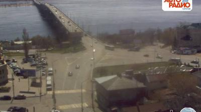 Vista de cámara web de luz diurna desde Затон: Веб камера Мост Саратов Энгельс (вид с