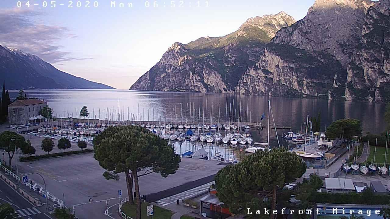 Webcam Riva del Garda › South-East: Lake Garda