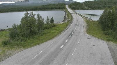 Vista de cámara web de luz diurna desde Enontekiö: Tie 21 − Ropinsalmi − Kilpisjärvi