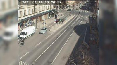 Stockholm: Odengatan-Sveavägen mot Valhallavägen (Kameran är placerad på Odengatan i höjd med Stadsbiblioteket och är riktad mot Valhallavägen)
