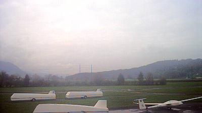 Rufi: Flugplatz Schänis, Nord, Hangarvorplatz - Benkener Büchel