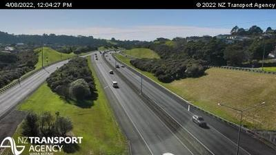 Daylight webcam view from Greenhithe › East: SH18 − Rd