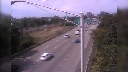 Traffic Cam Upper State Street Historic District › South: CAM  New Haven I- SB Exit - N/O East St
