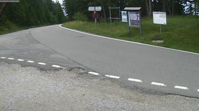 Daylight webcam view from Schwefelbergbad: Langlauf Zentrum Gantrisch Schutzhütte
