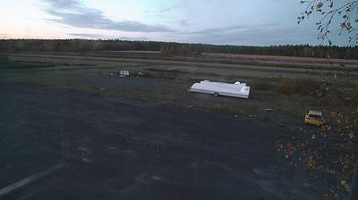 Vista de cámara web de luz diurna desde Pikkarala: Ahmosuo Airport: Ahmosuon pienlentokenttä