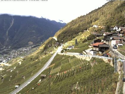 Ravoire: Vue sur la route du Col de la Forclaz sur Martigny Valais Suisse