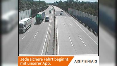 Daylight webcam view from Korneuburg: A22, bei Knoten − Ost, Blickrichtung Wien − Km 17,27